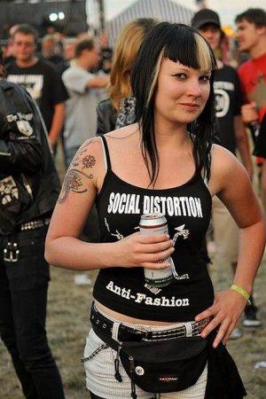 Девушки с панк-фестиваля