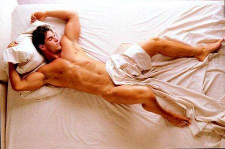 Поза, в которой спит человек, расскажет о его болезнях