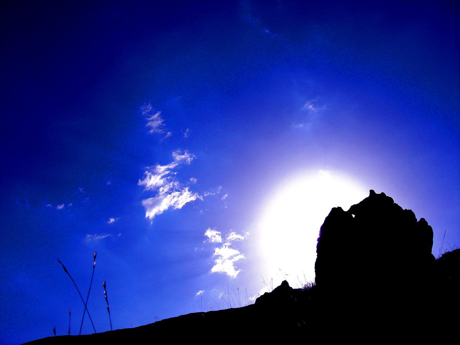 Времена года - Лето. Синее небо. Обои для рабочего стола.