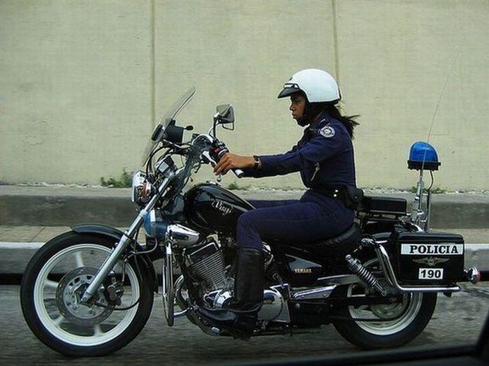 Женщины-полицейские разных стран