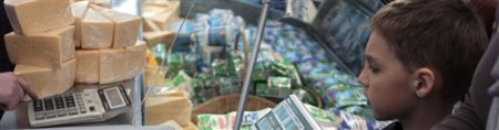 Минэкономики отпустило цены на вареную колбасу, сыр, рыбу и другие продукты