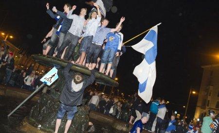 Финны празднуют победу