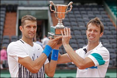 Максим Мирный в третий раз в карьере выиграл парный «Ролан Гаррос»