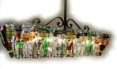 Креативные люстры из пустой стеклотары