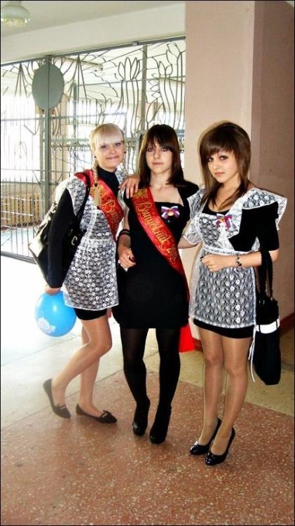 Симпатичные выпускницы