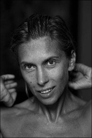 В Москве выставлены портреты российских звезд без макияжа