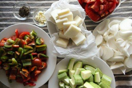Запеченные овощи с козьим сыром