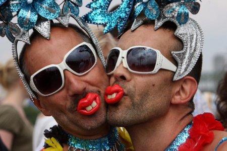 Президент Обама объявил июнь месяцем геев