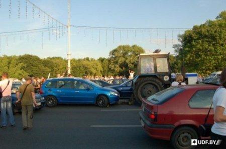 Недовольные ростом цен на бензин блокировали проспект в Минске (обновлено)