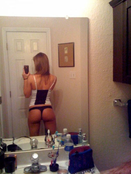 Девушки с красивым телом и красивым iPhone - 2