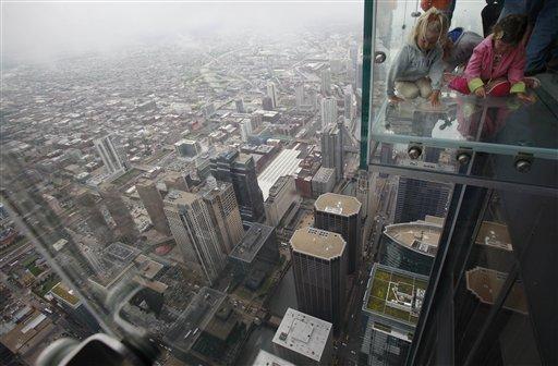 Стеклянный балкон на высоте 412 метров