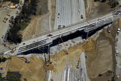 В Лос-Анджелесе построили шоссе в 16 км за 30 часов