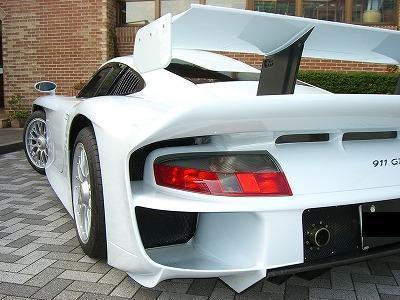 На продажу выставлен редкий Porsche 911 GT1 Strassenversion – «дорожная версия»