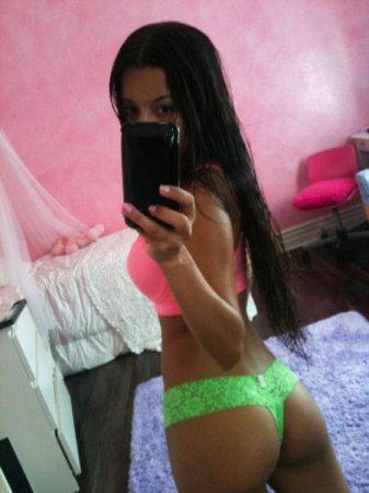 Девушки с красивым телом и красивым iPhone - 3