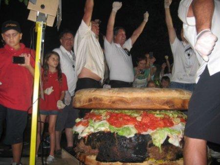Новый самый большой гамбургер в мире!