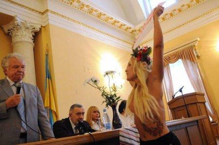 Акция женского движения FEMEN «Общаги – студентам!»
