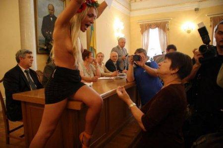 ����� �������� �������� FEMEN ������� � ���������!�