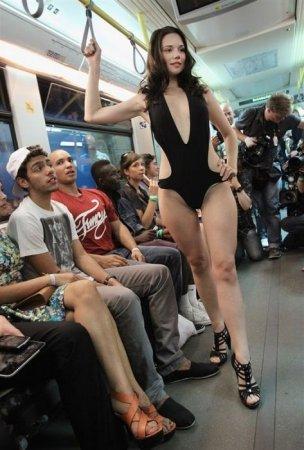 Модный показ прямо в метро