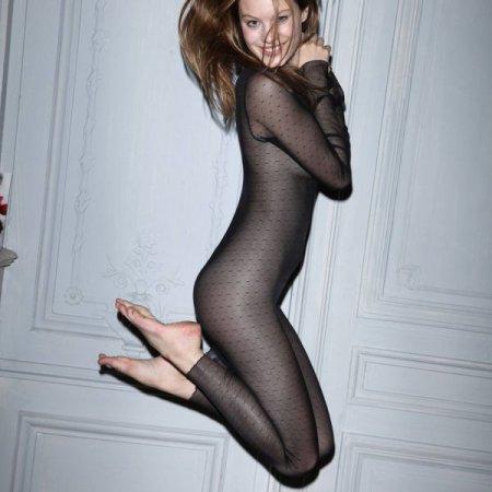 Французская модель Camille Rowe