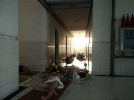 Как китайские студенты спасаются от жары