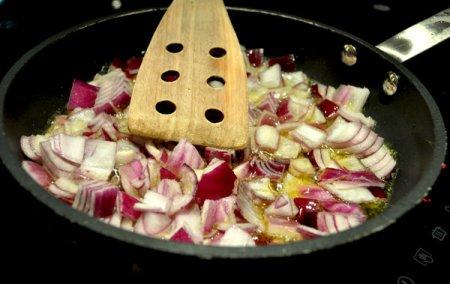 Стейк с соусом «Луковый мармелад»