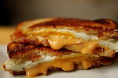 FoodPorn: Жарим хлеб и сыр