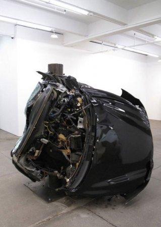Увидеть красоту в разбитых машинах
