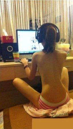 Девушки, жара, компьютер