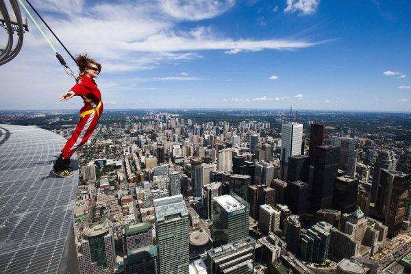 EdgeWalk - новый аттракцион в Торонто