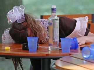 Специалисты выступают за запрет продажи алкоголя лицам до 21 года