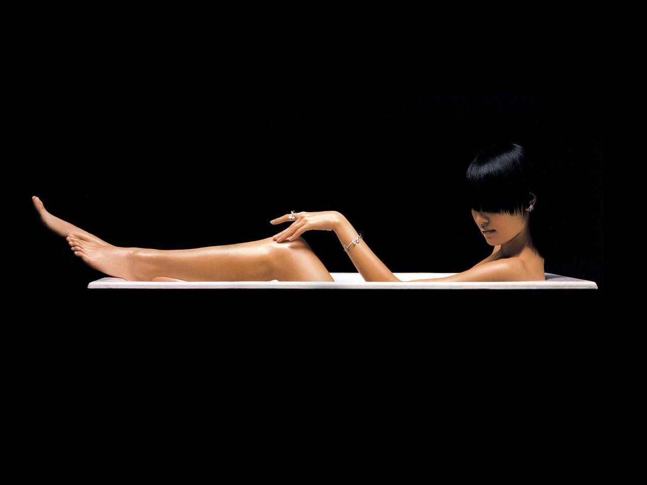 R c nude pics