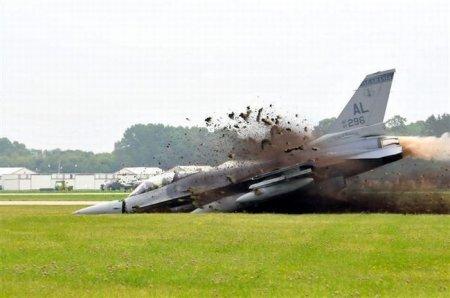Как грамотно угробить F-16 на ровном месте