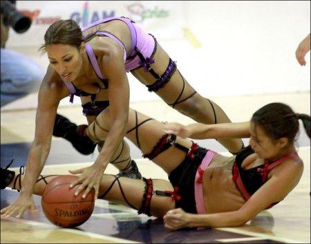Баскетбол в нижнем белье