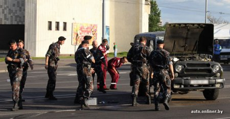 Машина со спецназом милиции перевернулась в ДТП
