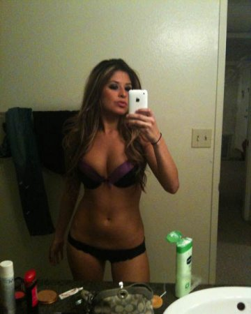 Девушка, айфон, зеркало