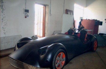 Кованый автомобиль длиной 4,5 метра
