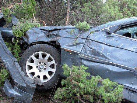 BMW с белорусскими номерами слетел с обрыва в Крыму