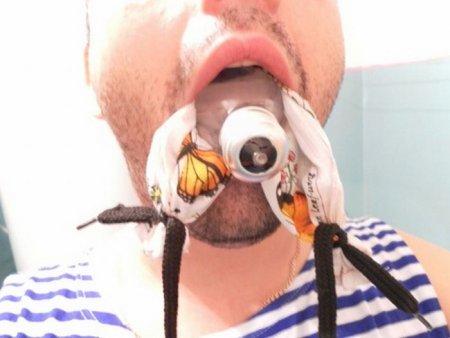 Как достать лампочку изо рта