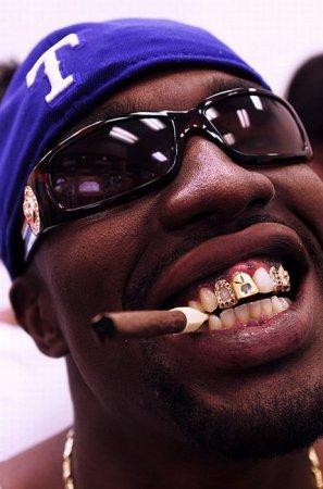 Красивые гангстерские зубы