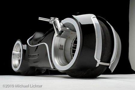"""За 33 тысячи фунтов поступил в продажу футуристичный супербайк с безосевыми колесами из фильма """"Трон"""" (ВИДЕО)"""