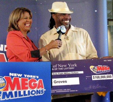 Внезапные миллионеры со своими чеками
