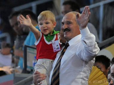 Лукашенко заявляет, что его младший сын Николай будет учиться в обычной школе