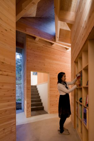 InBetween House – деревянный лабиринт от Koji Tsutsui Architect & Associates
