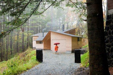 InBetween House – деревянный лабиринт от Koji Tsutsui Architect & Associates