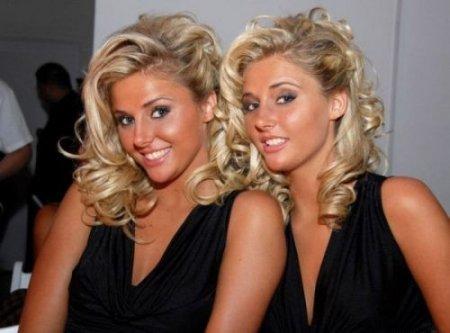 Сексуальные близняшки