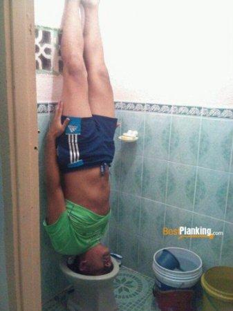 Планкинг в туалете