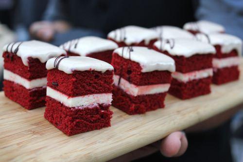 Красные бархатные бисквиты