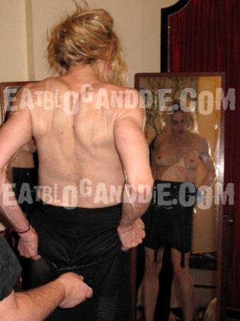 Шокирующие снимки голой Мадонны попали в Интернет