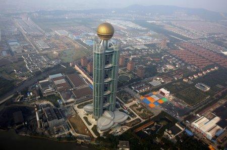 Жители самой богатой китайской деревни построили небоскреб