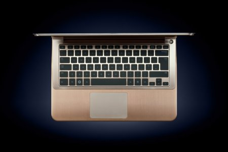 Ноутбук со стразами от Samsung
